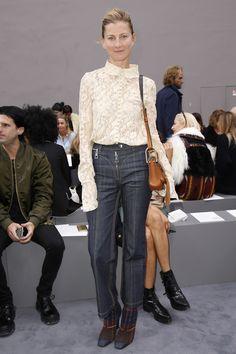 Elizabeth Von Guttman  in Louis Vuitton jeans, Dior boots - Chloé Spring 2016 Front Row - October 1, 2015