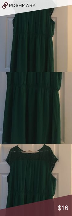 Hunter Green Plus Size Dress This is a B-E-A-U-T-I-F-U-L Hunter Green Dress with lace at the top and I LOVE IT!!!!  ....but it's just too short for my liking.  :(  Teardrop.  I'm 5'4 and it's about a hand above my knees...I prefer knee or longer length dresses.    True to Size, lining stretches but not outside fabric.  Outside fabric is more like chiffon.  The waist is elastic too.  No flaws, GUC one clothing Dresses