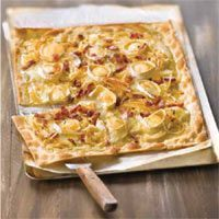 Goat cheese, bacon and rosemary honey Coca - Quiches - Comida Quiches, Cooking Time, Cooking Recipes, Good Food, Yummy Food, Salty Foods, Food Decoration, Tostadas, Creative Food