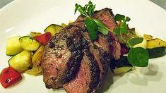 Karitsan paahtopaistia maukkaassa kastikkeessa. Steak, Food And Drink, Lifestyle, Cooking, Recipes, Mtv, Drinks, Book, Kitchen