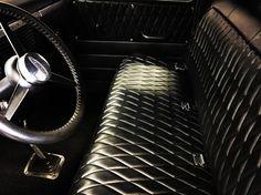 Diamond pattern truck bench seat Gmc Trucks, Old Dodge Trucks, Lifted Trucks, 1959 Chevy Truck, Classic Chevy Trucks, Classic Cars, Chevy C10, Badass, Chevrolet Apache