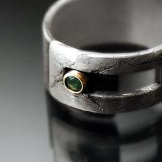 Emerald Strap ring par Revonav sur Etsy, $155,00
