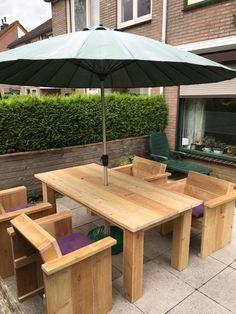 Pallet Patio Sitting Set with Parasol - 50+ DIY Pallet Ideas That Can Improve…