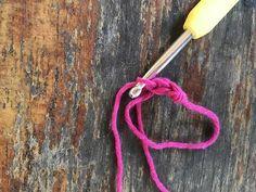 Lær at hækle en magisk ring Knit Crochet, Knitting, Sweater, Baby, Ring, Sweater Cardigan, Jumper, Tricot, Breien