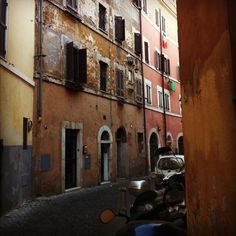 """""""30 Unique Things to do in Rome"""" from Eating Italy's blog. Click through for the post."""