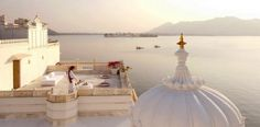 The lake with a palace! Taj Lake Palace Resort on Lake Pichola, Udaipur, Rajasthan, India. Best All Inclusive Resorts, Hotels And Resorts, Luxury Hotels, Top Hotels, World's Most Beautiful, Beautiful Places, Stunning View, Beautiful Hotels, Australian Wildlife