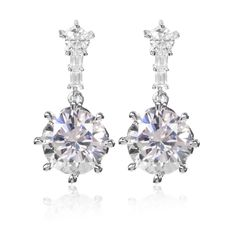 Diamonique,orecchini pendenti in argento 925 placcato rodio.Due graziose gemme nella tonalità femminile per eccellenza costruiscono un punto luce prezioso.