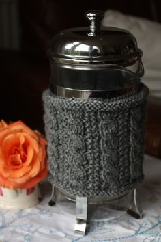 Free Pattern – Cable Cafetiere Cozy (French Press)