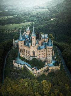 Hohenzollern Castle in Germany Beautiful Castles, Beautiful Buildings, Beautiful Places, Real Castles, Beaux Arts Architecture, Beautiful Architecture, Chateau Medieval, Medieval Castle, Mansion Homes