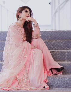 Discovered by Tabassum. Find images and videos about girl, pink and dp on We Heart It - the app to get lost in what you love. Cute Girl Poses, Girl Photo Poses, Girl Photography Poses, Picture Poses, Beautiful Girl Photo, Beautiful Hijab, Girl Pictures, Girl Photos, Beau Hijab