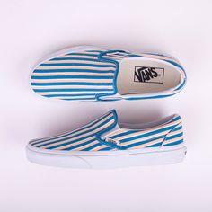 Vans Classic Slip On Multi Stripes Tenis Vans, Vans Sneakers, Slip On Sneakers, Sneakers Fashion, Vans Shoes Outfit, Running Sneakers, Running Shoes, Sock Shoes, Dream Closets