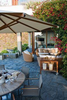 Terraza moderna y acogedora