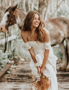 boho wedding Every bride wants to look her best on her wedding day! Check out this collection of dreamiest boho wedding dresses you will love! Romantic Bohemian Wedding Dresses, Casual Wedding, Wedding Gowns, Boho Bride, Looks Country, Dream Wedding, Wedding Day, Wedding Dreams, Party Mode