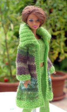 Knit doll clothes: jacket and hat Barbie clothes. Barbie Clothes Patterns, Crochet Barbie Clothes, Doll Clothes Barbie, Barbie Dress, Clothing Patterns, Dress Patterns, Barbie Doll, Shirt Patterns, Coat Patterns