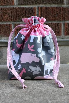 Lined DIY Drawstring Bag | So many places to take this DIY bag!