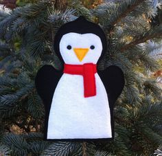 Penguin Felt Hand Puppet Christmas at the by ThatsSewPersonal Felt Puppets, Felt Finger Puppets, Sewing Kids Clothes, Sewing Toys, Felt Crafts Diy, Craft Stick Crafts, Christmas Themes, Christmas Crafts, Animal Hand Puppets