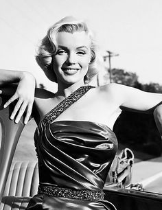 Marilyn Monroe. Photographed by Frank Worth. (1953)