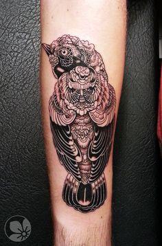 Sorce: http://springtattoo.com ------ bird (original design by the talented artist Iain Macarthur)