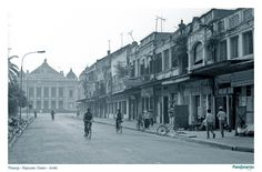 This is Trang Tien street. My grandparents and the whole family of my mother used to live there. This photo brings me back to the memories of childhood. Vietnam Travel Guide, Hanoi Vietnam, Opera, Louvre, Street View, Explore, Grandparents, Theater, Childhood