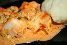 En kjapp og enkel fiskemiddag med ajvar relish i sausen. Ajvar relish er en krydret saus med paprika som hovedingrediens. Den fåes i båd...