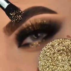 Black Eyeshadow Makeup, Golden Eyeshadow, Golden Makeup, Makeup Art, Makeup Tips, Makeup Stuff, Makeup Tutorials, Makeup For Beginners, Beginner Makeup