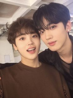 hyeongjun and yohan Fans Cafe, Kpop Boy, Kpop Groups, Boyfriend Material, K Idols, Rapper, Bring It On, Handsome, Wattpad