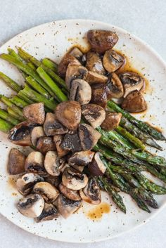 Roasted Asparagus and Mushrooms with Balsamic Vinegar - Recipes - Asparagus Recipes Healthy Asparagus Side Dish, Grilled Asparagus Recipes, Oven Roasted Asparagus, Asparagus And Mushrooms, Vegetable Side Dishes, Stuffed Mushrooms, Balsamic Mushrooms, Best Asparagus Recipe, Asparagus