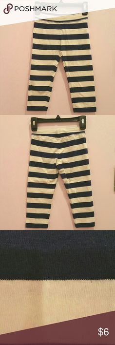 GapKids Girls Stretch Striped Cropped Leggings This legging serves two functions. A flattering go-to legging and an active legging for her to run around with! This legging features a super soft fabric that is perfect for everyday wear. Worn once but looks new. Available in size S (6-7). GAP Bottoms Leggings