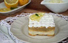 La mattonella al limone è un dolce fresco che si prepara velocemente e con pochi ingredienti, farcito con crema leggera al limone e chantilly alla vaniglia.