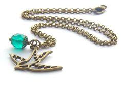 Wunderschöne Kette im Vintage-Design! Ein Unikat der Perlenfontäne.   Verwendet habe ich eine facettierte matte Glasperle in Smaragdgrün. Diese s...