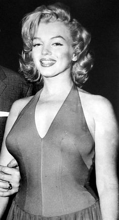 Marilyn Monroe on her honeymoon in Jamaica, Hollywood Glamour, Hollywood Stars, Hollywood Actresses, Old Hollywood, Actors & Actresses, Arte Marilyn Monroe, Marilyn Monroe Photos, Gentlemen Prefer Blondes, Norma Jeane
