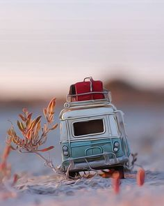 Time for a break. Paint Photography, Cute Photography, Creative Photography, Cool Pictures For Wallpaper, Love Wallpaper, Cool Photos, Vintage Jeep, Miniature Photography, Miniature Cars