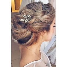 24 Bridal Hair Accessories To Inspire Your Hairstyle ❤ liked on Polyvore featuring accessories, hair accessories, bridal flower hair accessories, floral garland, tiara headband, bridal flower crown and bride hair comb