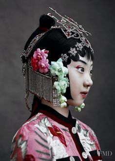 """""""The Peking Opera"""" – lensed by Kiki Xue captures Chinese opera costumes for Harper's Bazaar China, May featuring Beijing opera singers and beauty Wangy Xin Yu 3 4 Face, Chinese Opera, Opera Singers, Oriental Fashion, Poses, China Fashion, Harpers Bazaar, Chinese Style, Chinese Art"""