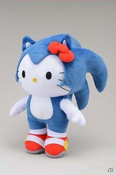 Peluche de Hello Kitty y Sonic.