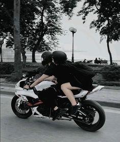Trendy motorcycle love couple romances vespas – So Funny Epic Fails Pictures Biker Couple, Motorcycle Couple, Scooter Motorcycle, Motorcycle Style, Ducati, Bentley Suv, Biker Love, Biker Girl, Pulsar Motos