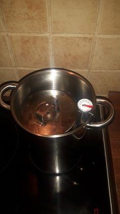Domáca šunka z panenky (fotorecept) - recept | Varecha.sk Kitchen Aid Mixer, Kitchen Appliances, Wok, Food And Drink, Diy Kitchen Appliances, Home Appliances, Kitchen Gadgets