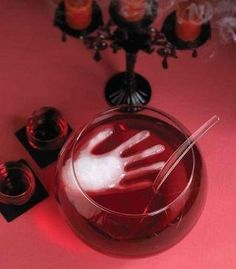 Freeze water in a surgical glove to make a creepy ice cube for the punch at Halloween party.such a cool and easy idea! If I ever have a Halloween party I'll have to do this! Casa Halloween, Soirée Halloween, Adornos Halloween, Halloween Food For Party, Halloween Birthday, Holidays Halloween, Halloween Desserts, Halloween Clothes, Jungle Juice Halloween