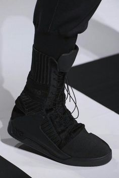 : Black Such a clean look! Definitely one for your Autumn / Winter wardrobe. Wants and Needs Stay Warm In Style! Cyberpunk Mode, Cyberpunk Fashion, Fashion Mode, Dark Fashion, Mens Fashion, Military Fashion, Streetwear Mode, Streetwear Fashion, Sneakers Fashion