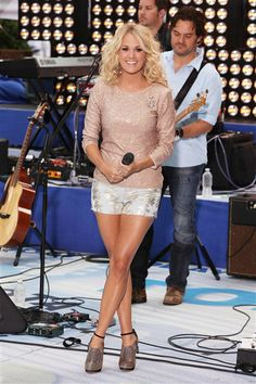 We love Carrie Underwood's sparkly shorts and rose top that she wore during her performance at Rockefeller Plaza in New York.