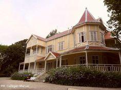 Mar del plata. Villa victoria. Casa de madera, traída de UK a principio de siglo XX. Habitó Victoria Ocampo . Hoy pertenece a la ciudad y funciona un centro cultural, exposiciones , conciertos , bar,...