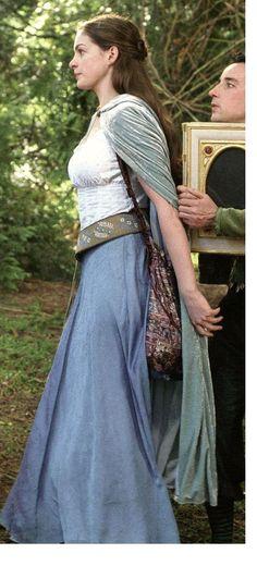 Ann Hathaway as Ella in Ella Enchanted.