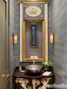 Google Image Result for http://www.housebeautiful.com/cm/housebeautiful/images/fD/hbx-gold-framed-bathroom-mirror-0912-Dhong-11-lgn.jpg