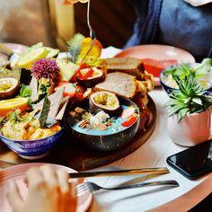 Der schönste Brunch in Wien: Bali Brunch - The Chill Report Falafel, Bali, Ethnic Recipes, Food, Europe, Food Waste, Vegan Breakfast, Coffee Cafe, Food Menu