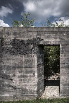 Gallery of Black Concrete: How Attilio Panzeri Creates Contrast with a Specialized Recipe - 15