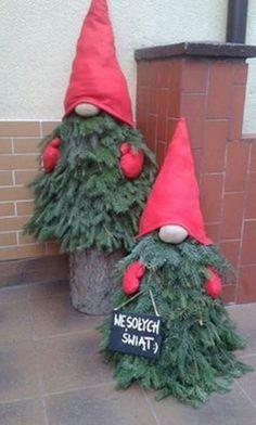 New outdoor Christmas decoration # Christmas decoration - Christmas Decor DIY Porch Christmas Tree, Christmas Tree Painting, Christmas Gnome, Christmas Projects, Winter Christmas, Simple Christmas, Christmas Quotes, Christmas Planters, Vintage Christmas