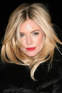 We've gathered our favorite ideas for Sienna Miller Red Lip Chanel Lipstick In La Fascinante, Explore our list of popular images of Sienna Miller Red Lip Chanel Lipstick In La Fascinante in sienna miller hair. Spring Hairstyles, Boho Hairstyles, Sienna Miller Makeup, Blonde Hair Red Lips, Blonde Layers, Celebrity Makeup Looks, Corte Y Color, Provocateur, Winter Mode