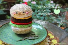 "free pattern : Cheeseburger by ""Amigurumi Food"" Crochet Amigurumi, Amigurumi Patterns, Crochet Dolls, Kawaii Crochet, Crochet Food, Diy Crochet, Crochet Ideas, Cheeseburger, Sons"