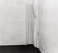 Il mondo dell'arte ne ha pensata un'altra delle sue. Questa volta, a dare almeno apparentemente i numeri, sono gli inglesi. Invisible: Art about the Unseen 1957-2012 è una mostra che fa parlare di sé prima ancora dell'inaugurazione. Prevista alla Hayward Gallery di Londra il 12 giugno.