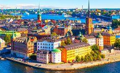 Panorámica de Estocolmo, con la Ciudad Vieja (Gamla Stan) en primer plano.